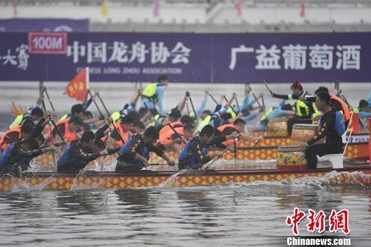 2019中华龙舟大赛(海南·万宁站)开赛。 骆云飞 摄